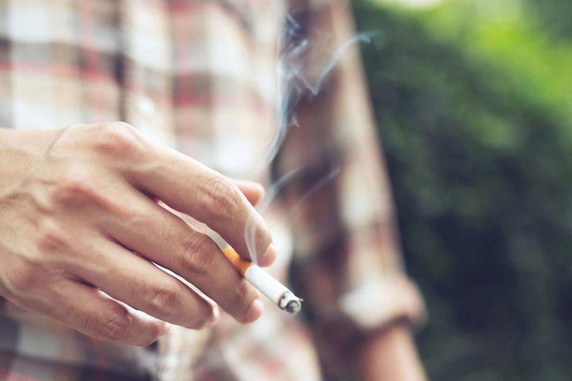 W Polsce papierosy nałogowo pali 21 proc. mieszkańców kraju. /123RF/PICSEL