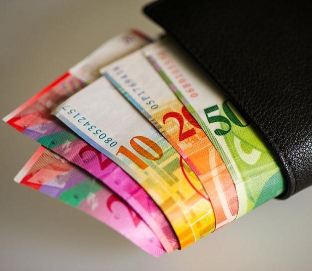 W Polsce pojawiły się głosy, że frank może kosztować więcej niż 4 złote /©123RF/PICSEL