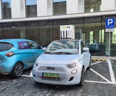 W Polsce są 11 194 samochody elektryczne. Premier obiecywał milion