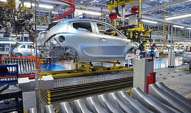 W Polsce spada produkcja samochodów /