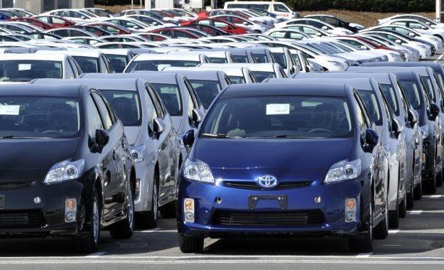 """W Polsce sprzedaż aut """"leży"""". Sytuację ratuje rząd... /AFP"""