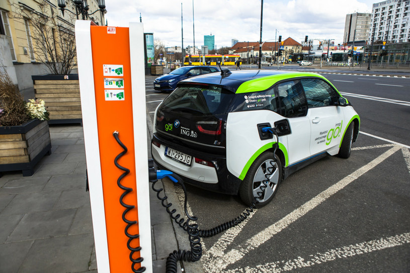 W Polsce sprzedaż aut na prąd to około 1 proc. sprzedaży nowych aut /Adam Burakowski /Reporter