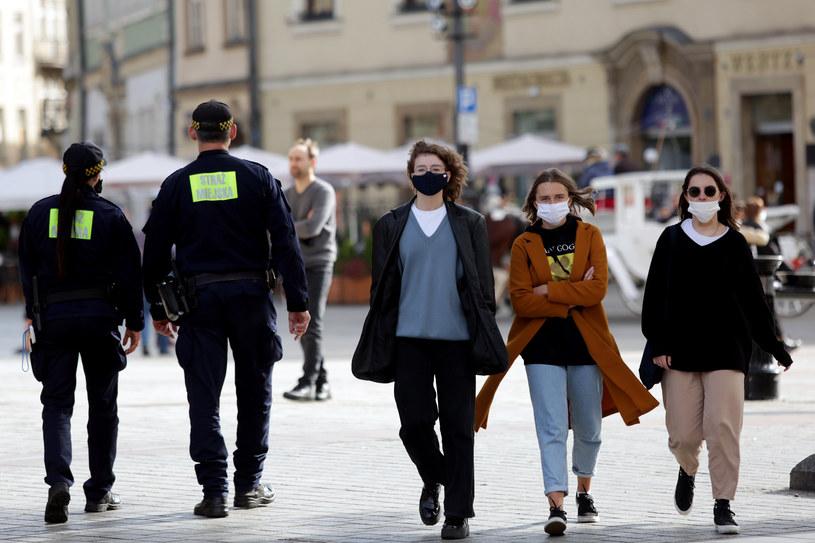 W Polsce trwa trzecia fala pandemii koronawirusa /Jarek Praszkiewicz /Agencja FORUM