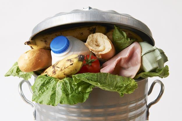 W Polsce wciąż dużo żywności trafia na śmietnik /©123RF/PICSEL
