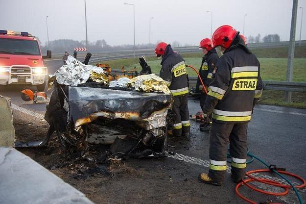 W Polsce wciąż ginie na drogach zbyt dużo ludzi /PAP