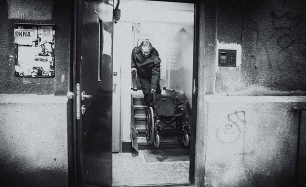 W Polsce wciąż istnieje skrajna bieda. W całym kraju dotyka tyle samo ludzi, ile mieszka w Warszawie