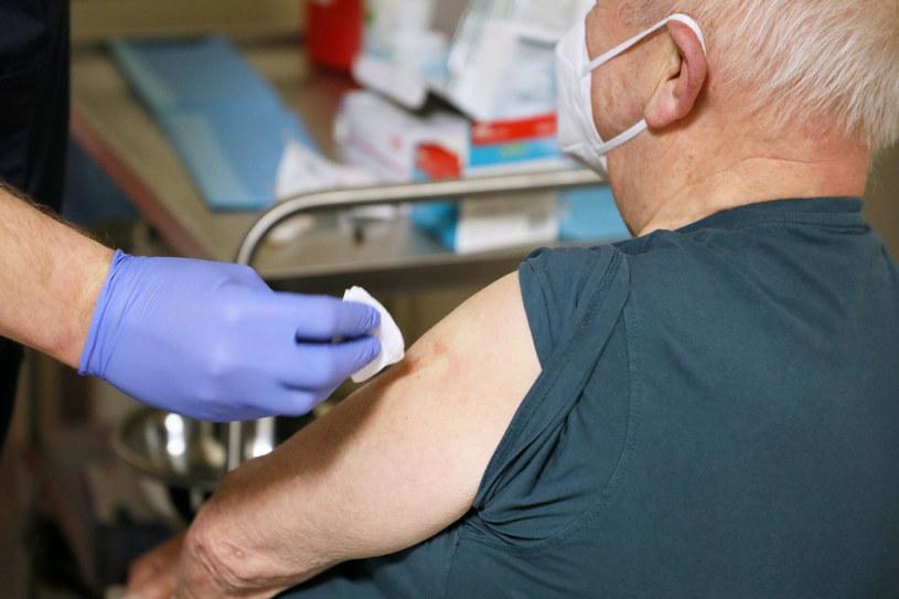 W Polsce wykonano dotąd 23 mln 240 tys. 142 szczepienia przeciw COVID-19 /Jakub Kaminski/ /East News