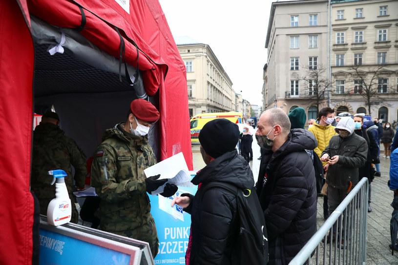 W Polsce zainteresowanie szczepieniami maleje wraz z wiekiem /Beata Zawrzel/REPORTER /Reporter