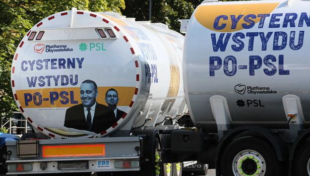 """W Polskę ruszają """"cysterny wstydu PO-PSL"""". Morawiecki: Trzeba się zabrać za tych bandytów"""