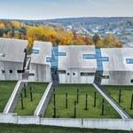 W polskiej wsi powstał niezwykły budynek. Co się w nim kryje?