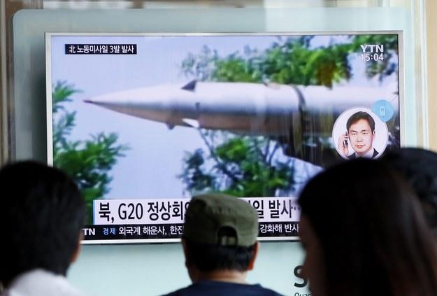 W poniedziałek Korea Północna wystrzeliła trzy pociski balistyczne średniego zasięgu /JEON HEON-KYUN /PAP/EPA