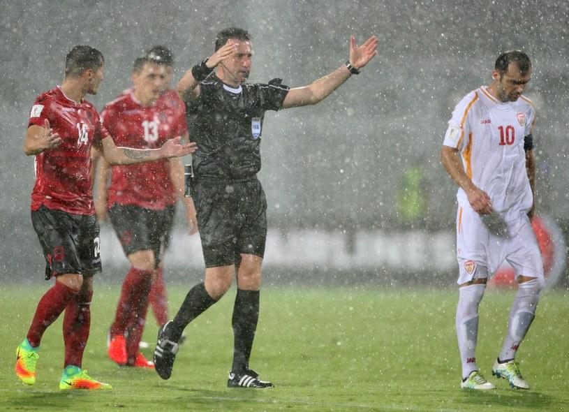 W poniedziałek meczu Albanii z Macedonią nie udało się dokończyć /AFP