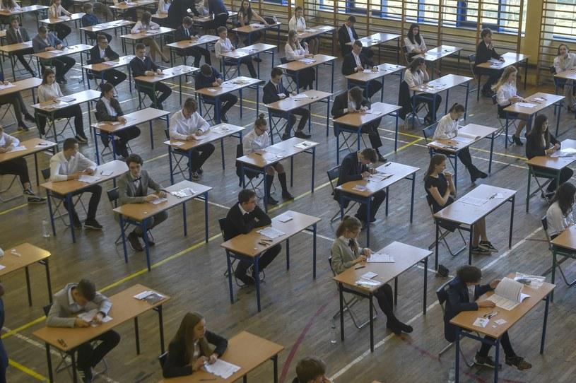 W poniedziałek ósmoklasiści napisali egzamin z języka polskiego; Zdj. ilustracyjne /Maciej Kosycarz / KFP /Reporter