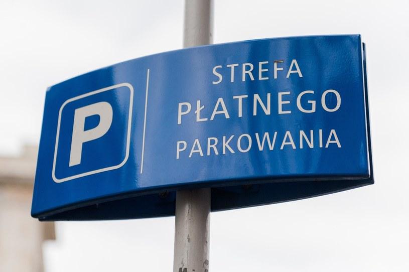 W poniedziałek parkowanie w miastach będzie darmowe /Marek Konrad /Reporter