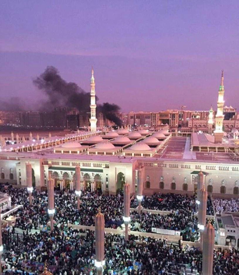 W poniedziałek wieczorem doszło do samobójczego zamachu bombowego w pobliżu Meczetu Proroka w Medynie /Saudi Press Agency /PAP/EPA