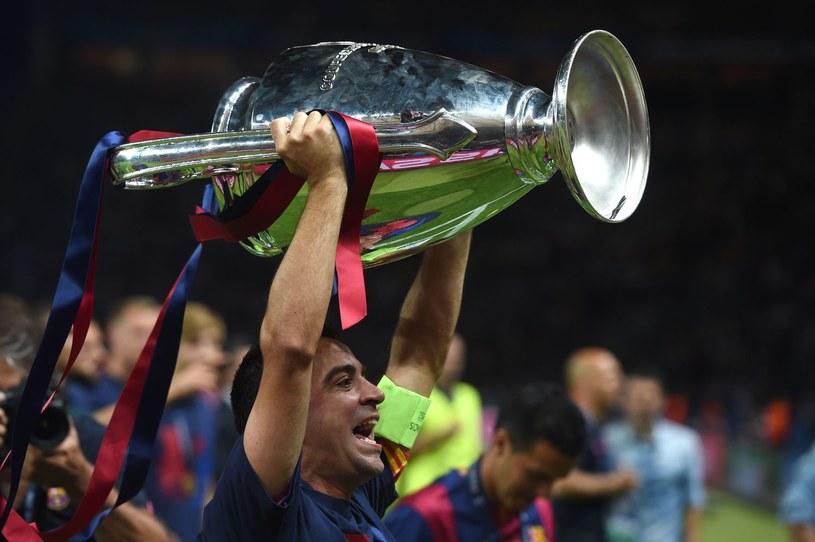 W poprzednim sezonie puchar za zwycięstwie w Lidze Mistrzów wznieśli piłkarze Barcelony /AFP
