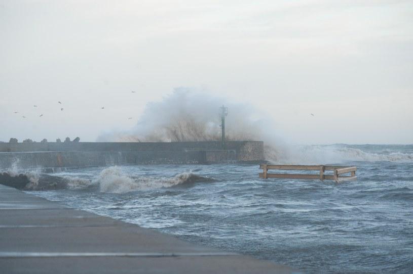 W portach nad Bałtykiem ogłoszono alarm sztormowy /Hubert Bierndgarski /Reporter