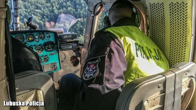 W poszukiwaniach kobiety bierze udział m.in. policyjny helikopter /Policja