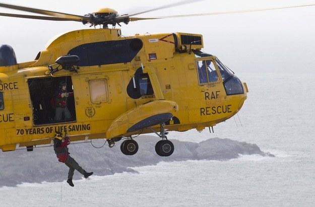 W poszukiwaniu statku bierze udział m.in. śmigłowiec RAF-u - zdj. ilustracyjne /SAC DEK TRAYLOR /PAP/EPA