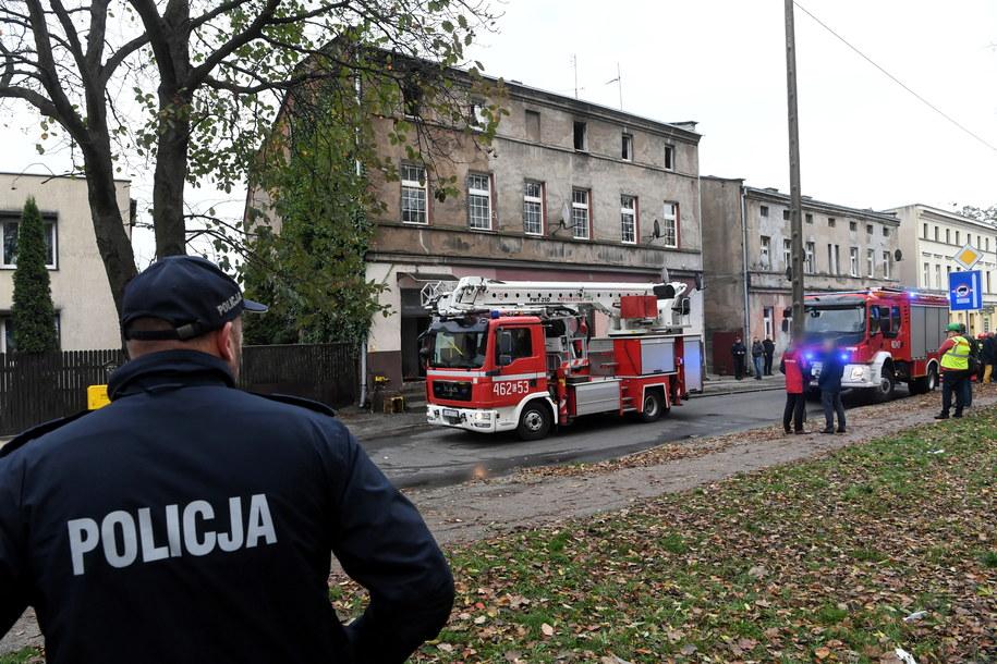 W pożarze kamienicy zginęła 31-letnia kobieta i jej trzy córeczki / Tytus Żmijewski    /PAP