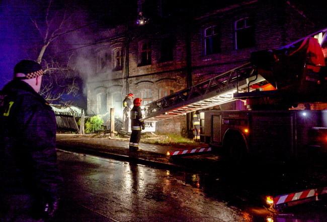 W pożarze zginęły 4 osoby /Andrzej Grygiel /PAP