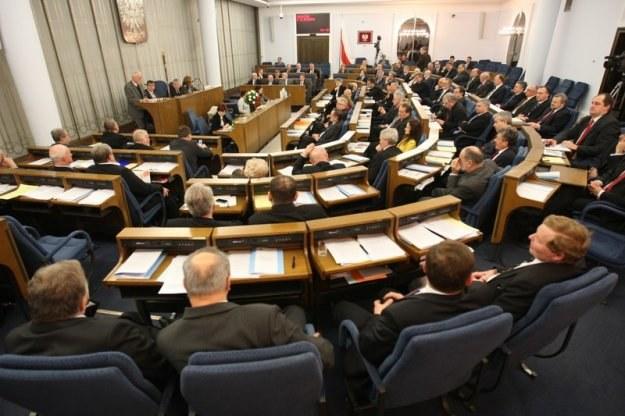W pracach Senatu błędnie wykreślono przecinek... Fot. Stanisław Kowalczuk /Agencja SE/East News