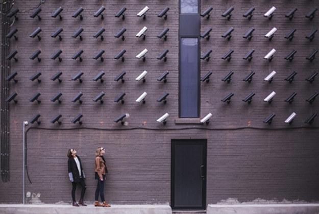 W prawie 400 kamerach sieciowych firmy Axis wykryto siedem poważnych luk w zabezpieczeniach /materiały prasowe