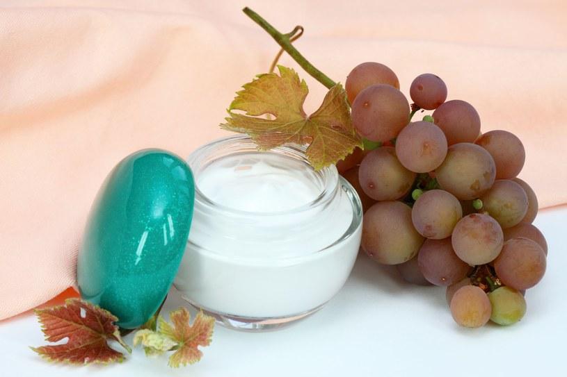 W preparatach kosmetycznych wykorzystuje się roślinne komórki macierzyste np. z winogron czy jabłka /123RF/PICSEL