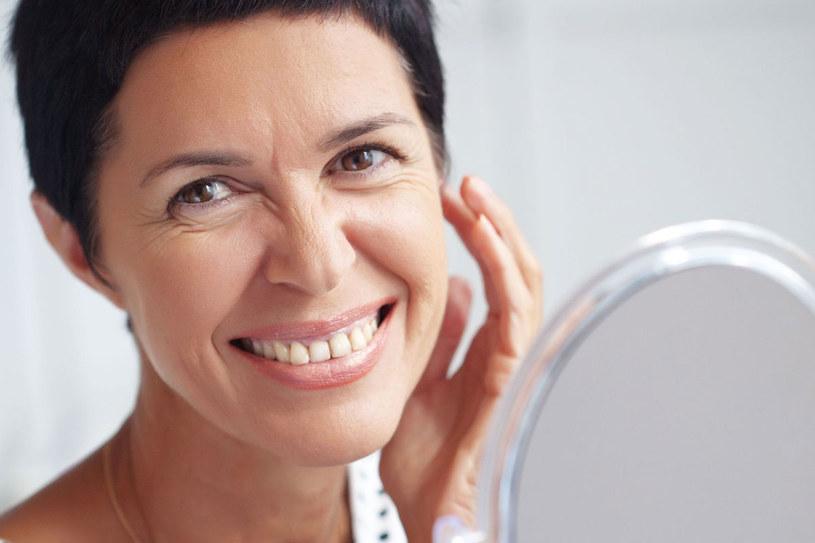 W preparatach pod oczy znajdziesz specjalnie wybrane składniki (luminokompleks), które działają jak terapia światłem /123RF/PICSEL
