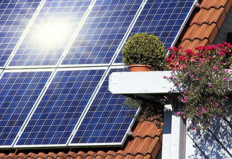 W programie wspierającym instalacje fotowoltaiczne do rozdysponowania jest 900 mln zł /123RF/PICSEL
