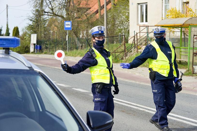 W projekcie chodzi o masowe i skuteczne karanie osób, które protestują przeciw rządowi PiS. Ale przepisy uderzą też w kierowców /Stanisław Bielski /Reporter