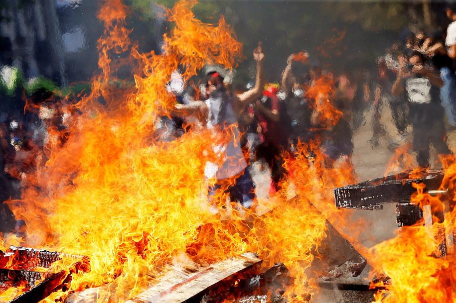 W protestach uczestniczą tysiące osób /ESTEBAN GARAY /PAP/EPA