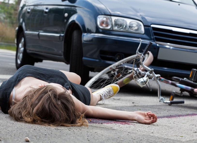 W przypadku, gdy na skutek wypadku doznaliśmy jakichkolwiek obrażeń, powinniśmy niezwłocznie zgłosić się do lekarza lub najbliższego oddziału szpitalnego /123RF/PICSEL