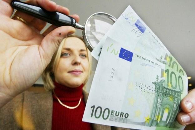 W przypadku kredytów walutowych istotny wpływ na atrakcyjność oferty ma spread /AFP