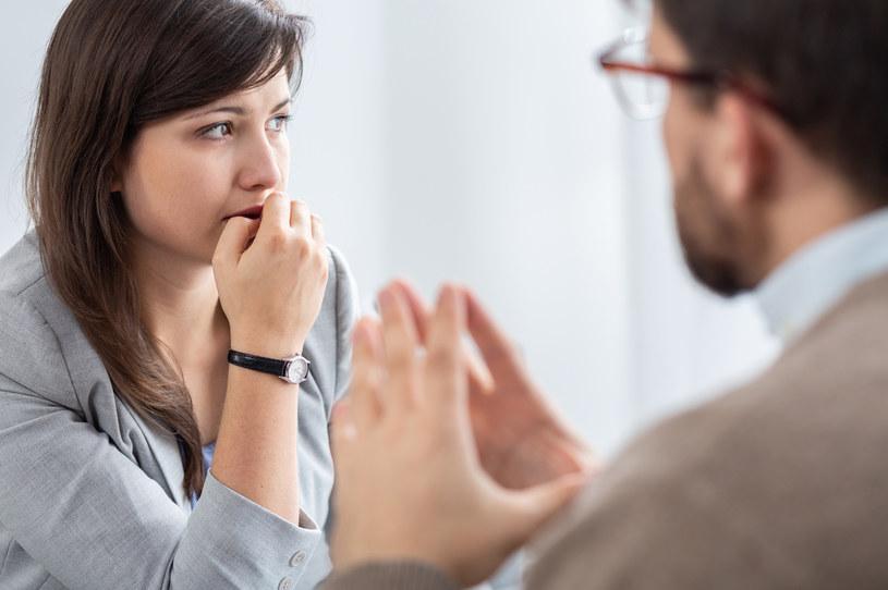 W przypadku schizofrenii trzeba skorzystać z pomocy terapeuty /123RF/PICSEL