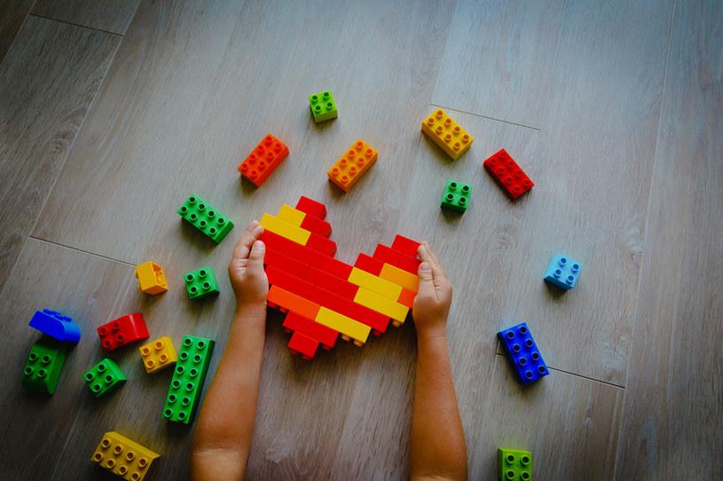 W przyszłości z plastiku pochodzenia konopnego mogłyby być produkowane opakowania żywności czy zabawki /123RF/PICSEL