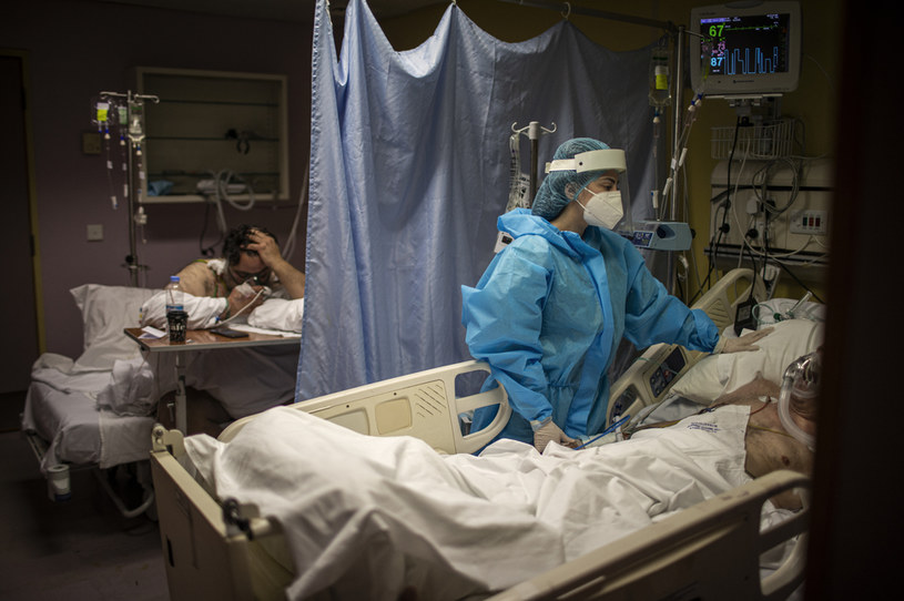W przyszłym tygodniu nastąpi kolejne zwiększenie liczby łóżek dla pacjentów z COVID-19 /Diego Ibarra Sanchez /Getty Images