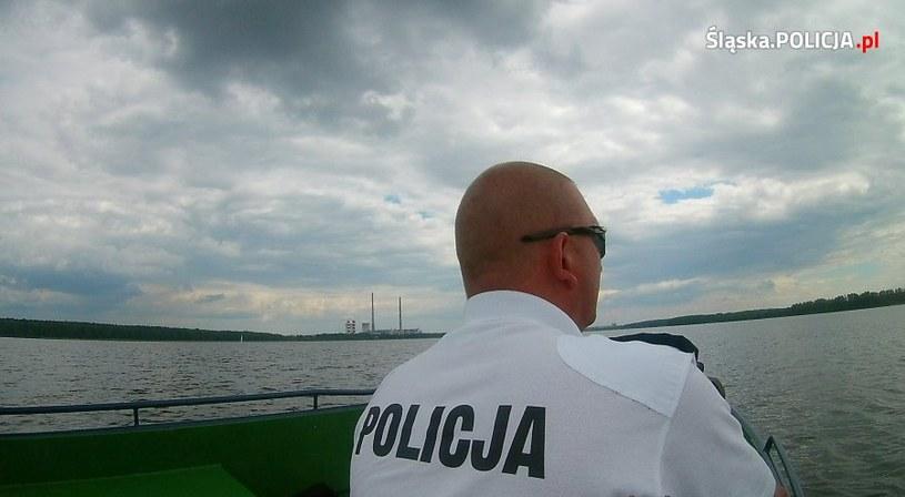 """W ramach akcji """"Bezpieczne Wakacje 2017"""" jednym z priorytetów działań policjantów jest zapewnienie bezpieczeństwa na wodach i kąpieliskach /Policja"""