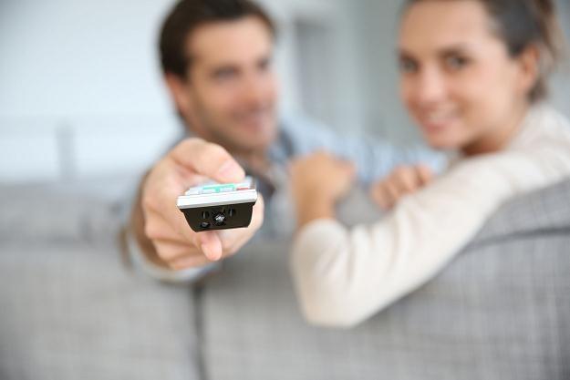 W ramach naziemnej telewizji cyfrowej szczęśliwcy mają dostęp do 24 bezpłatnych kanałów /©123RF/PICSEL