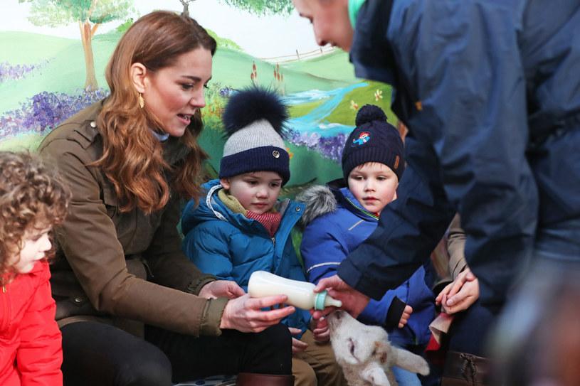W ramach nowego projektu Kate odbywa szereg spotkań z dziećmi w różnych placówkach /Liam McBurney/Press Association/East News /East News