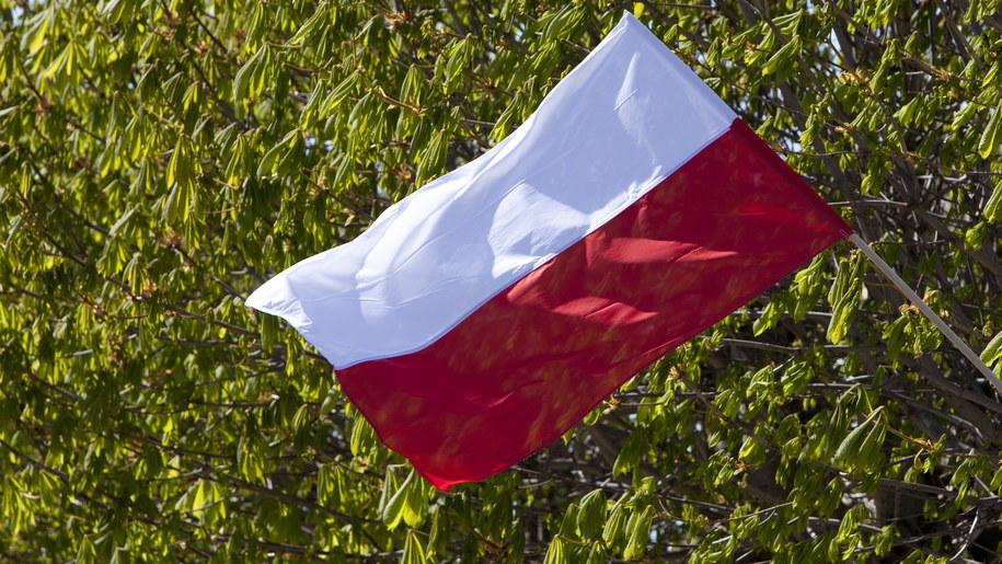 W ramach świętowania Dnia Flagi Rzeczpospolitej Polskiej z RMF FM przemierzymy z biało-czerwoną flagą Polskę z południa na północ /Robert Stachnik /PAP
