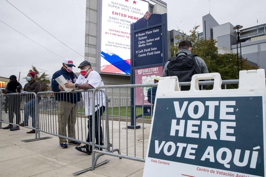 W ramach wczesnego głosowania swój głos oddało już ponad 80 milionów Amerykanów /SHAWN THEW    /PAP/EPA