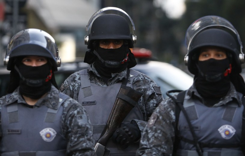 W Recife policja weszła do strefy kibica i użyła gazu łzawiącego, by rozdzielić bijących się mężczyzn /AFP