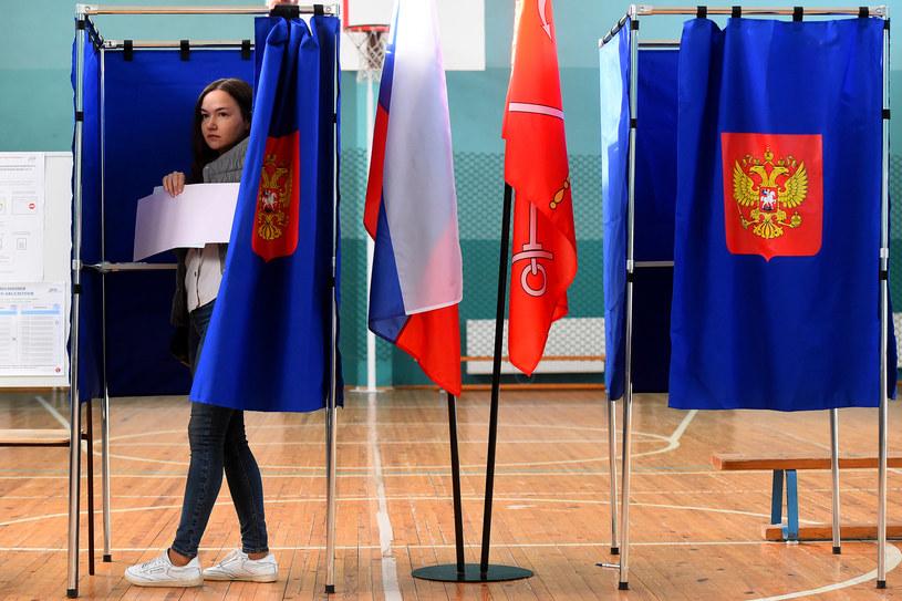W regionach Federacji Rosyjskiej odbywają się w niedzielę wybory różnego szczebla, w tym uzupełniające wybory do Dumy Państwowej, wybory szefów regionów i lokalnych parlamentów /Olga Maltseva /AFP