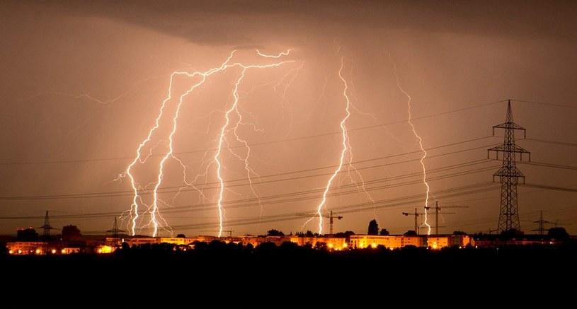 W rejonie Bordeaux doliczono się 14 tysięcy uderzeń piorunów! /PAP/EPA