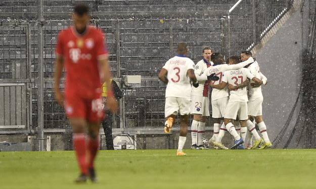 W rewanżowym spotkaniu z PSG, piłkarze Bayernu będą musieli sobie poradzić bez Roberta Lewandowskiego /LUKAS BARTH-TUTTAS /PAP/EPA