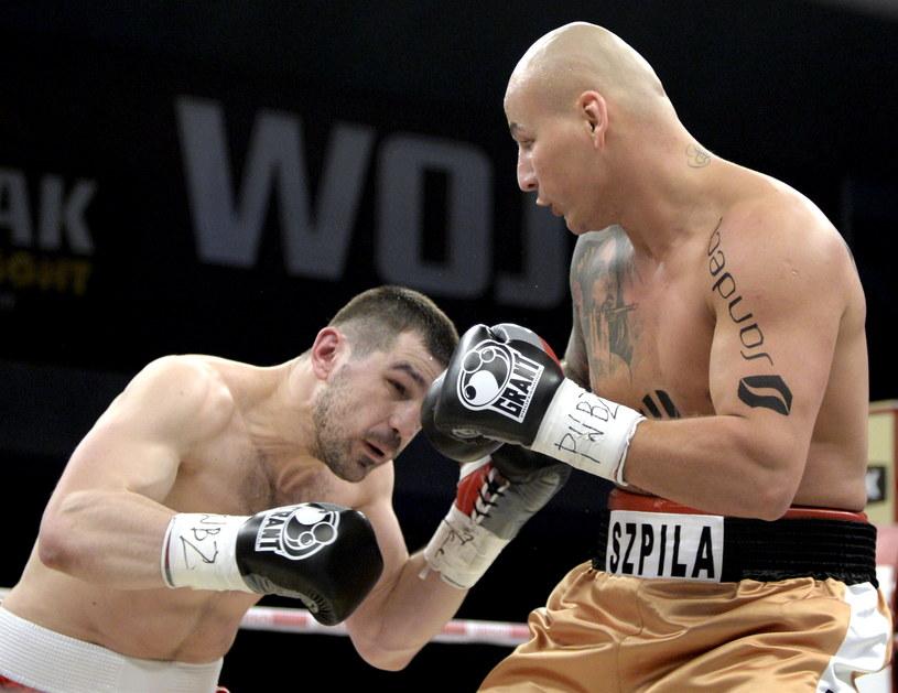 W ringu Artur Szpilka (z prawej) i Ukrainiec Taras Bidenko /Darek Delmanowicz /PAP