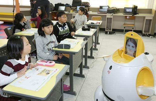 W roku 2013 roboty mają pomagać nauczycielom w 8000 koreańskich przedszkoli /AFP
