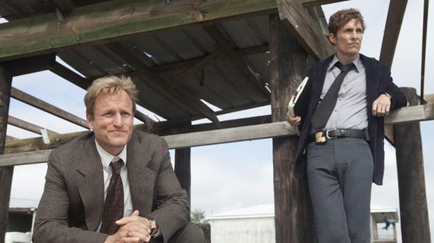 W rolach głównych występują Matthew McConaughey jako Rust Cohle i Woody Harrelson jako Martin Hart /HBO