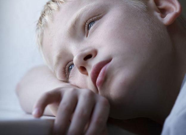 W różnych przedziałach wiekowych obraz depresji zabarwiony jest odmiennymi cechami, które wynikają z wieku dziecka /123RF/PICSEL